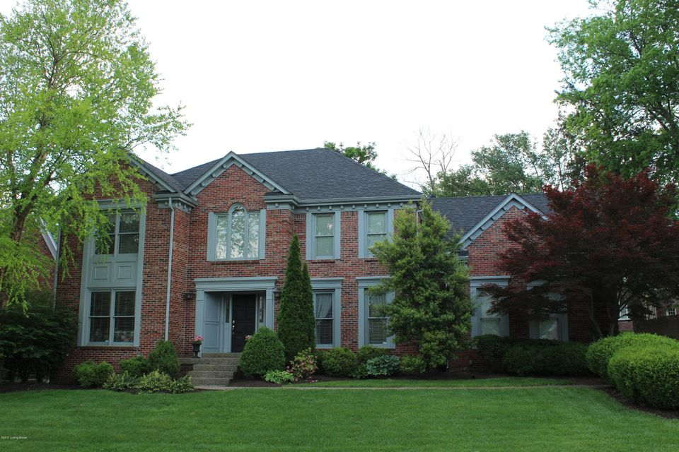 Single Family Home for Sale at 930 Lake Forest Pkwy Louisville, Kentucky 40245 United States