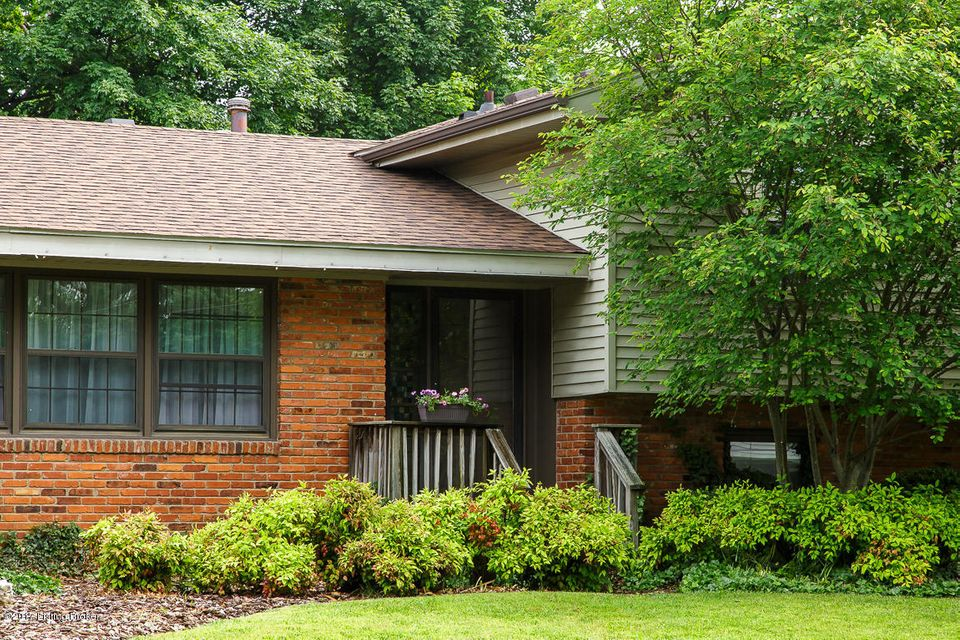 Single Family Home for Sale at 9105 Tiverton Way Louisville, Kentucky 40242 United States