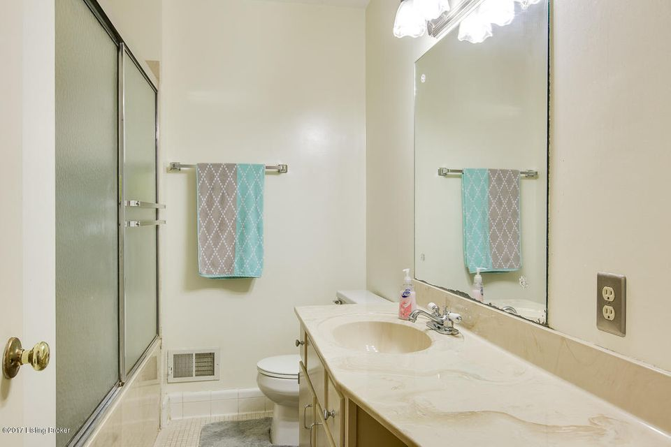 Additional photo for property listing at 9105 Tiverton Way  Louisville, Kentucky 40242 United States