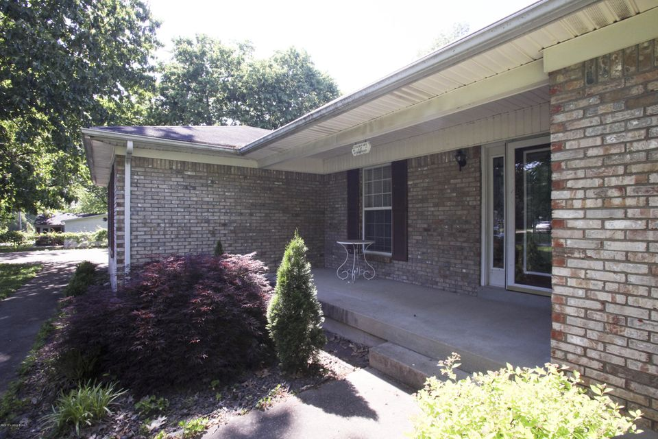 Additional photo for property listing at 117 Stonepost Road  Louisville, Kentucky 40229 United States