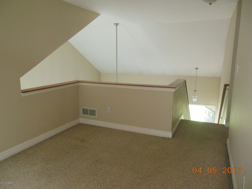 Additional photo for property listing at 2002 Walnutwood Court  La Grange, Kentucky 40031 United States