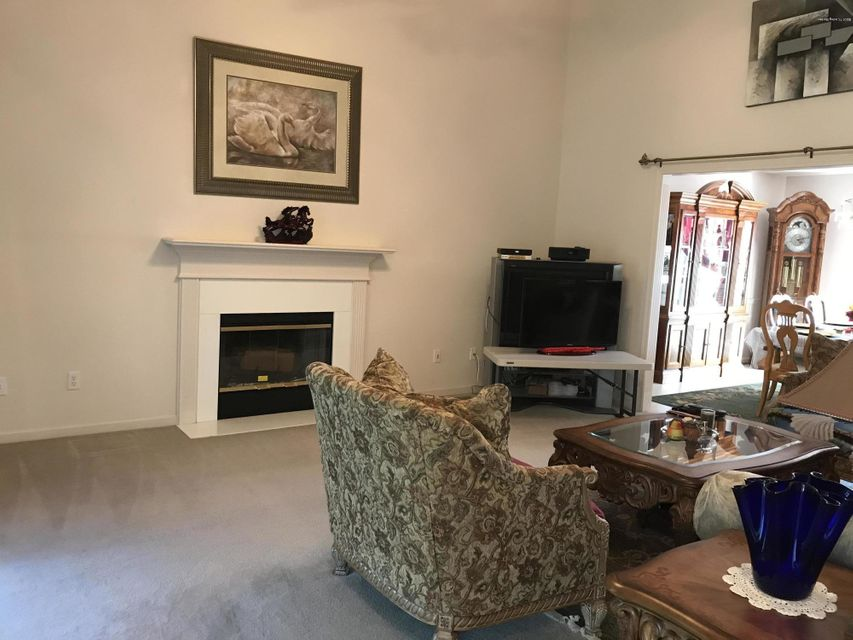 Additional photo for property listing at 5012 Oak Brook Drive  Louisville, Kentucky 40245 United States