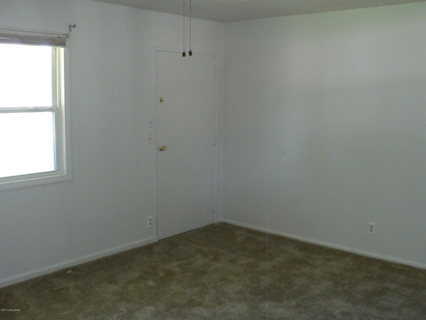 Additional photo for property listing at 5902 Middleground Drive  Louisville, Kentucky 40272 United States