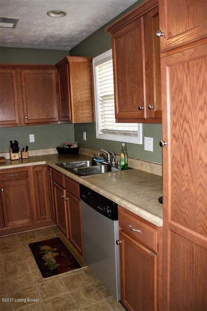 Additional photo for property listing at 144 Twin Lakes Drive  Vine Grove, Kentucky 40175 United States