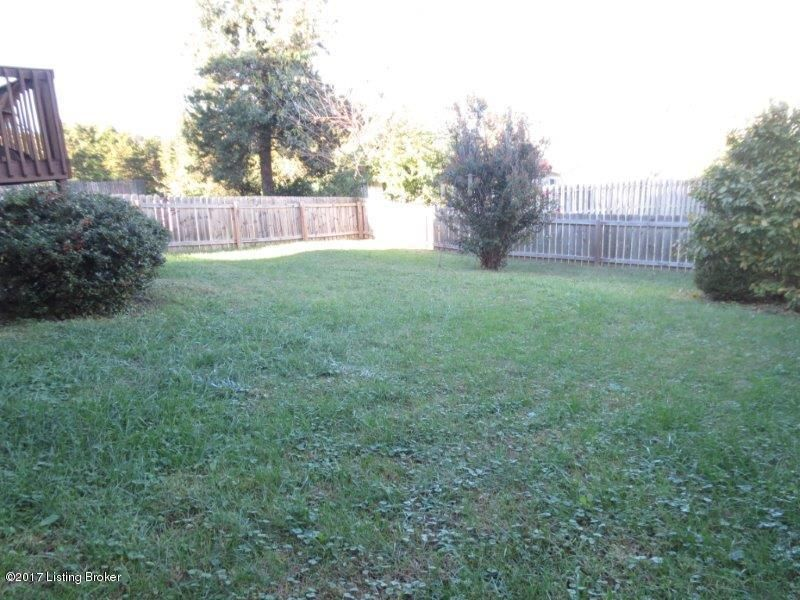Additional photo for property listing at 10423 Pinoak View Drive  Louisville, Kentucky 40299 United States