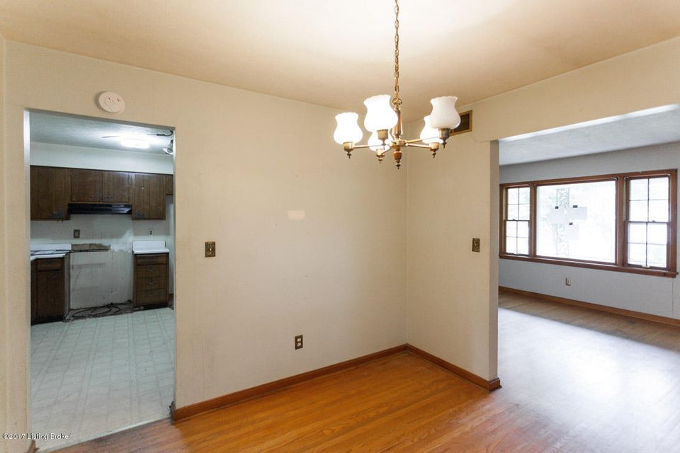 Additional photo for property listing at 7301 Royalwood Drive  Louisville, Kentucky 40214 United States