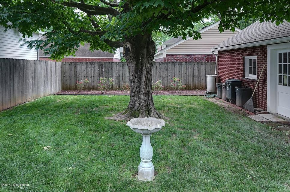 Additional photo for property listing at 4032 Saint Germaine Court  Louisville, Kentucky 40207 United States