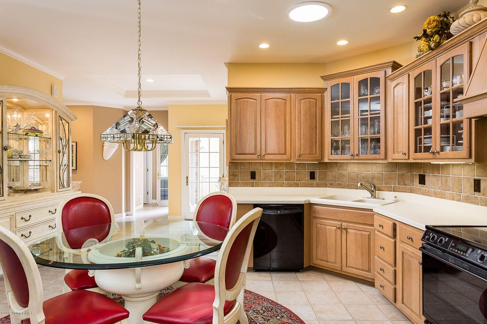 Additional photo for property listing at 2727 Alia Circle  Louisville, Kentucky 40222 United States