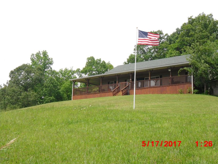 906 Pikeview Rd, Magnolia, KY 42757