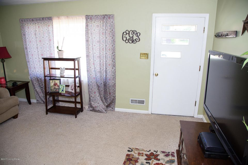 Additional photo for property listing at 1087 Springview Drive  Louisville, Kentucky 40219 United States
