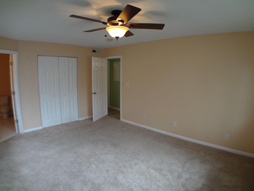 Additional photo for property listing at 6302 Wisteria View Lane  Louisville, Kentucky 40218 United States
