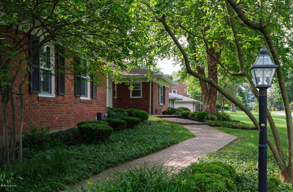Additional photo for property listing at 2218 Wynnewood Circle  Louisville, Kentucky 40222 United States