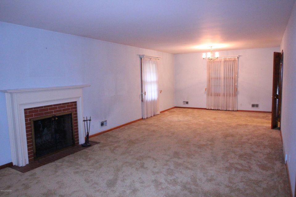 Additional photo for property listing at 7015 Woodhaven Road 7015 Woodhaven Road Louisville, Kentucky 40291 United States