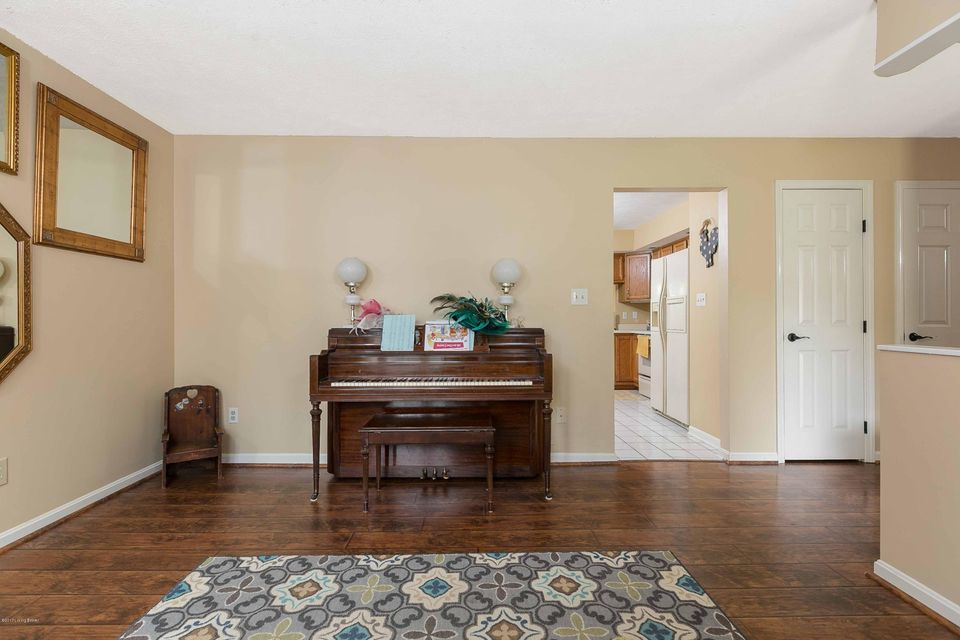 Additional photo for property listing at 3322 Breaux Drive  Louisville, Kentucky 40220 United States