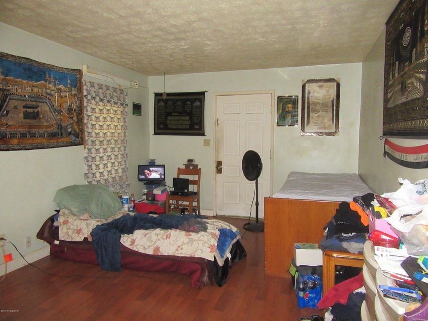 Additional photo for property listing at 6644 Strawberry  Louisville, Kentucky 40214 United States