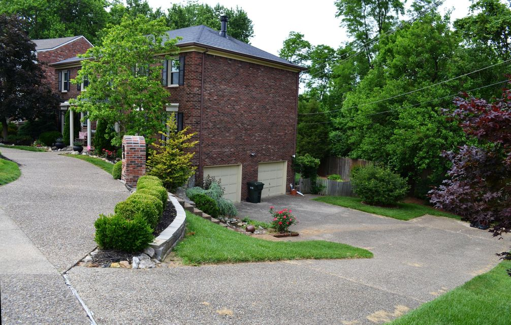 Additional photo for property listing at 2103 Rudy Lane  Louisville, Kentucky 40207 United States