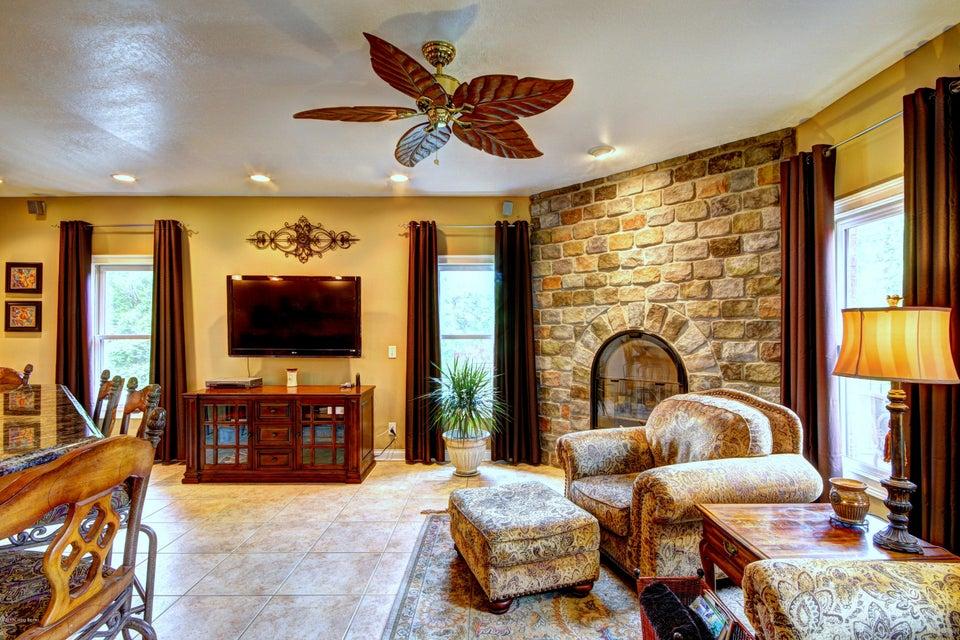 Additional photo for property listing at 622 Timber Ridge 622 Timber Ridge Borden, Indiana 47106 United States