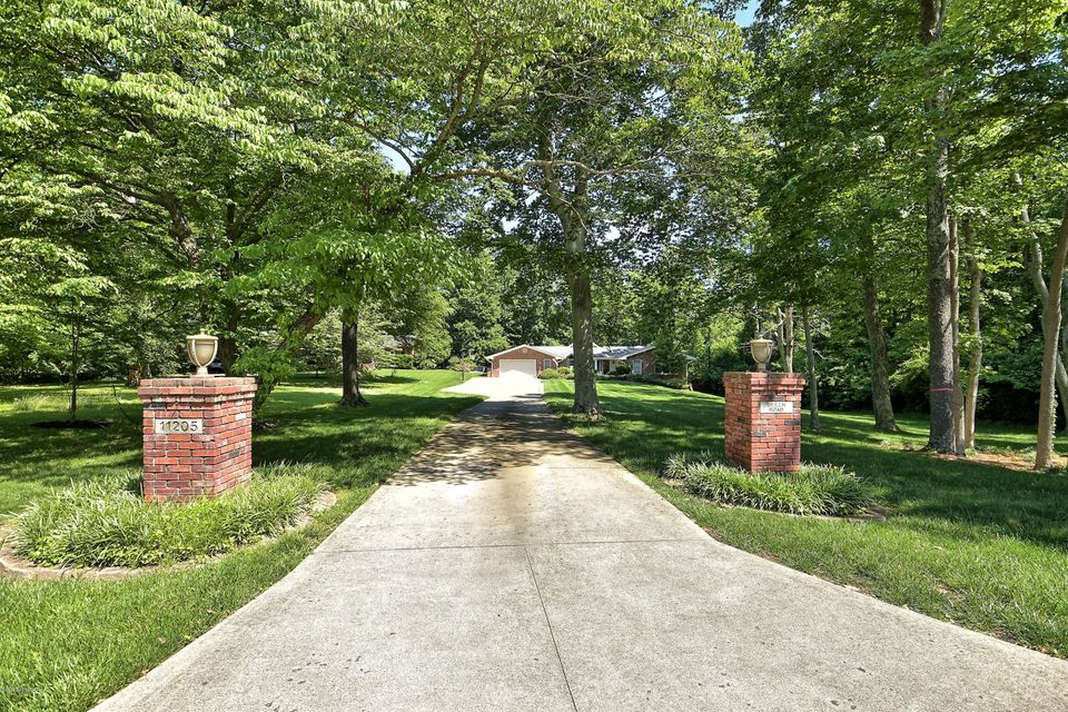 Additional photo for property listing at 11205 Beech Road  Anchorage, Kentucky 40223 United States
