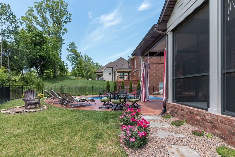Additional photo for property listing at 13905 Glendower Drive  Louisville, Kentucky 40245 United States
