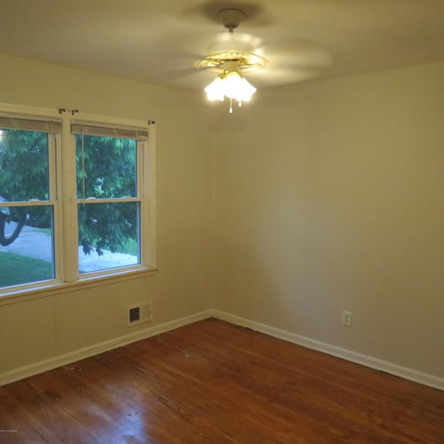 Additional photo for property listing at 6913 Rock Hollow Drive  Louisville, Kentucky 40219 United States