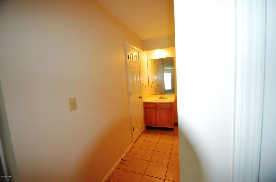 Additional photo for property listing at 710 La Fontenay Court 710 La Fontenay Court Louisville, Kentucky 40223 United States