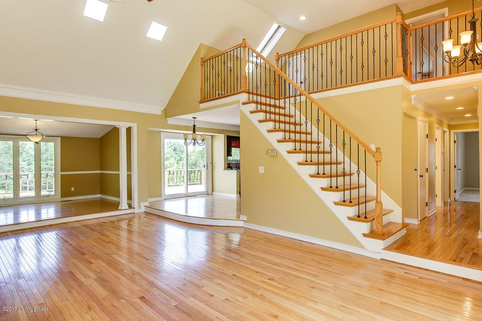 Additional photo for property listing at 210 Burleigh Court  Louisville, Kentucky 40245 United States
