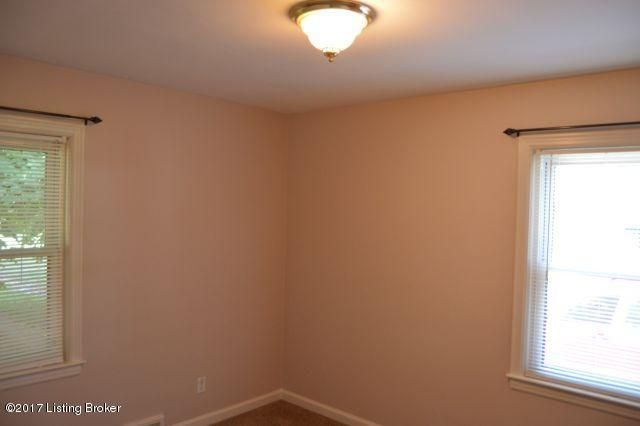 Additional photo for property listing at 3313 College Drive  Jeffersontown, Kentucky 40299 United States