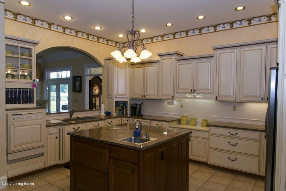 Additional photo for property listing at 335 Country Lane  Frankfort, Kentucky 40601 United States
