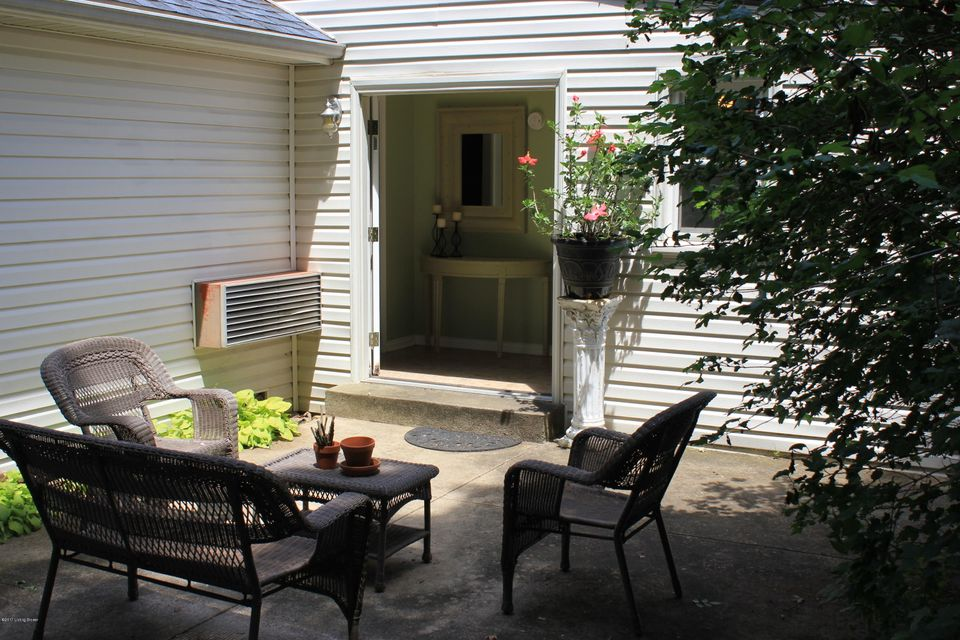 Additional photo for property listing at 8707 Old Bates Road  Louisville, Kentucky 40228 United States
