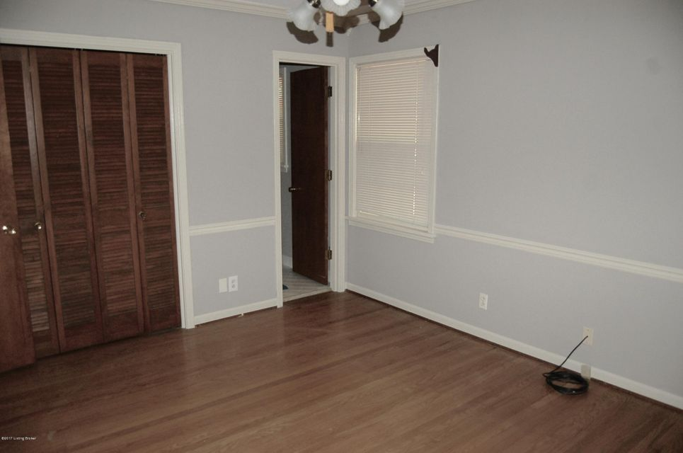 Additional photo for property listing at 8911 Royal Oak Drive  Louisville, Kentucky 40272 United States