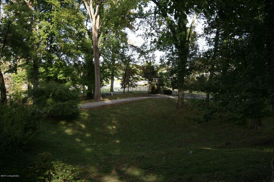Additional photo for property listing at 4901 Avish Lane  Louisville, Kentucky 40059 United States