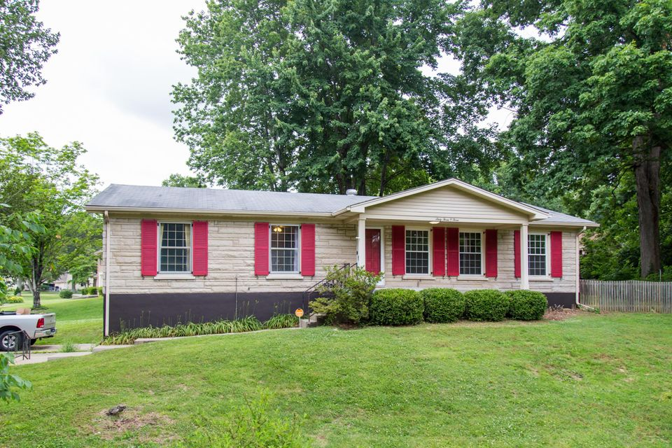 Single Family Home for Sale at 6303 Notto Court Louisville, Kentucky 40214 United States