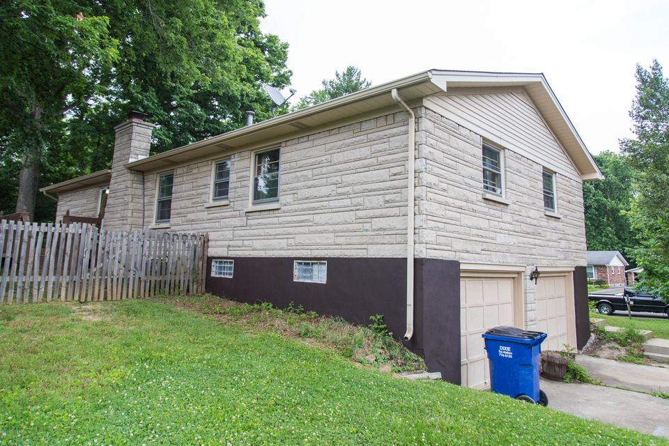 Additional photo for property listing at 6303 Notto Court  Louisville, Kentucky 40214 United States