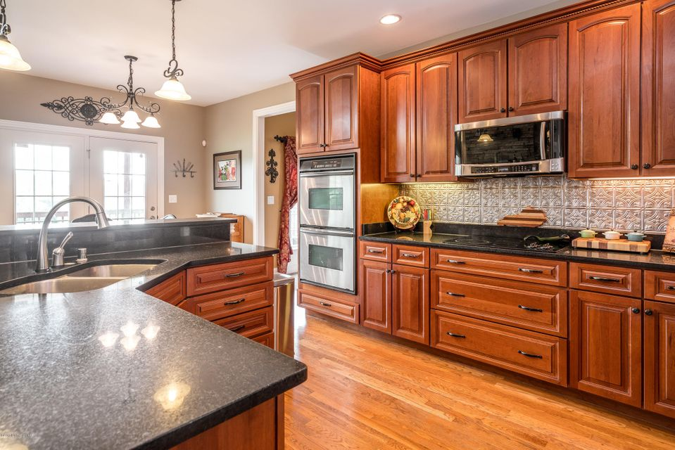 Additional photo for property listing at 1004 Willow Pointe Drive  Louisville, Kentucky 40299 United States