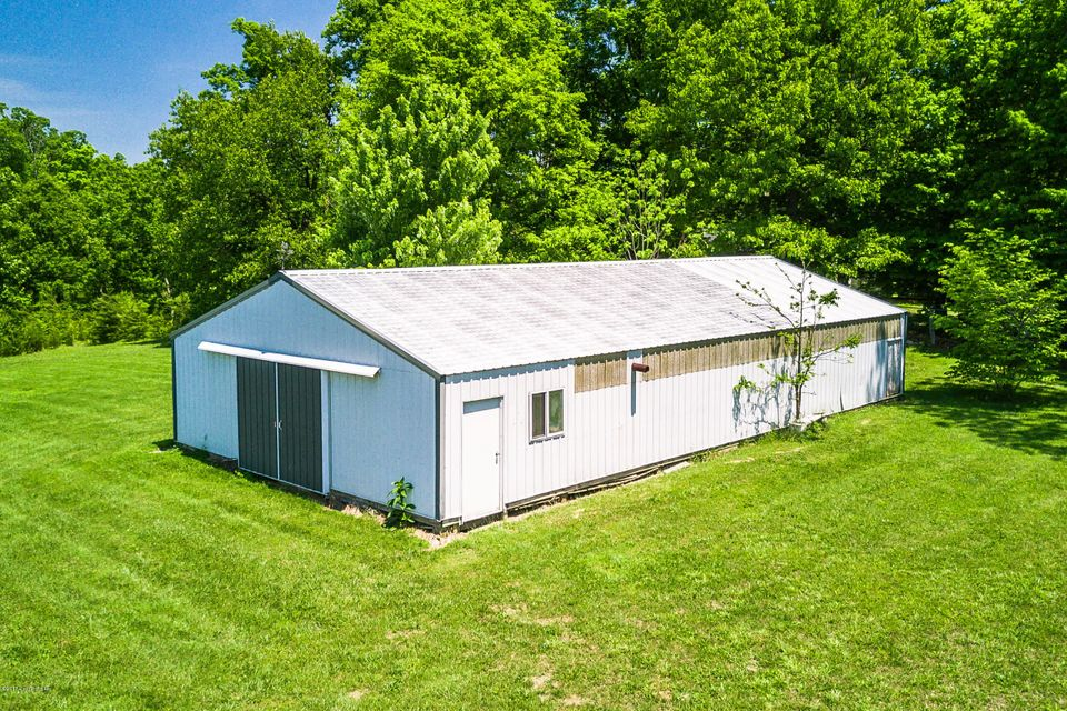Additional photo for property listing at 8209 Thixton Lane  Louisville, Kentucky 40229 United States