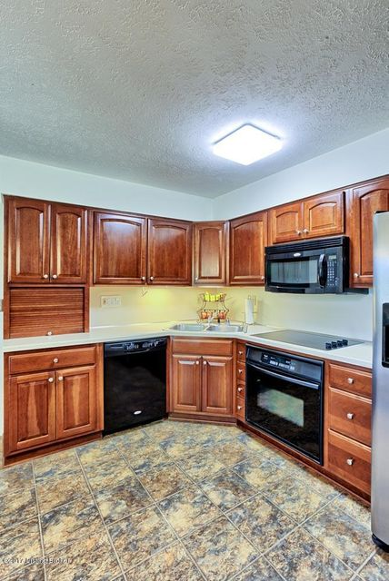 Additional photo for property listing at 8311 Easton Lane  Louisville, Kentucky 40242 United States