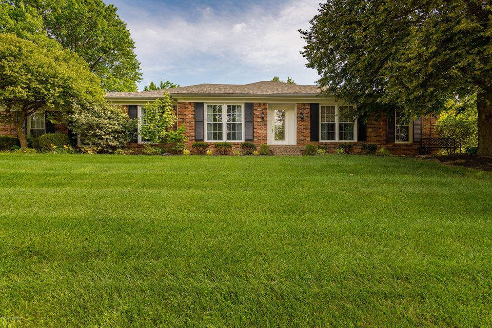 Single Family Home for Sale at 9104 Catania Drive Louisville, Kentucky 40299 United States