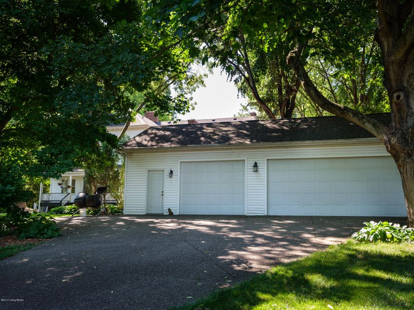 Additional photo for property listing at 5903 Jenness Court  Louisville, Kentucky 40222 United States