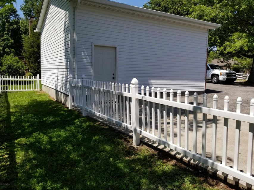 Additional photo for property listing at 8207 Beulah Church Road  Louisville, Kentucky 40291 United States