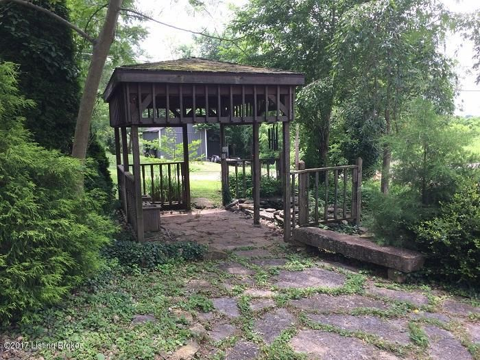 Additional photo for property listing at 561 West Street 561 West Street Bedford, Kentucky 40006 United States