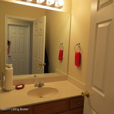 Additional photo for property listing at 7805 Kenbrook Place  Louisville, Kentucky 40258 United States