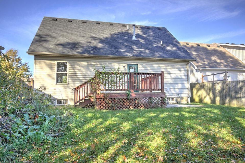 Additional photo for property listing at 7821 Alyssum Drive  Louisville, Kentucky 40258 United States