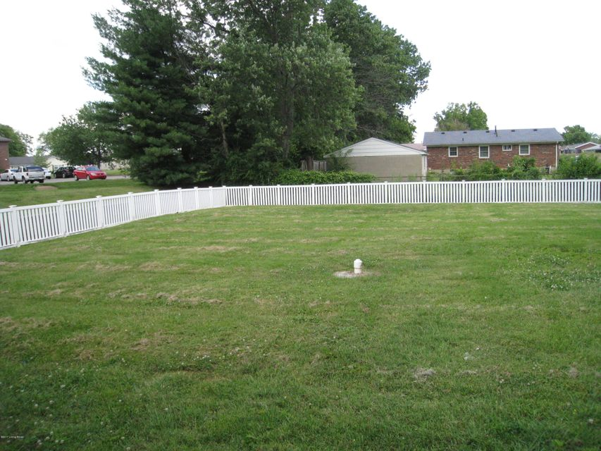 Additional photo for property listing at 5211 Vassar Avenue  Louisville, Kentucky 40258 United States