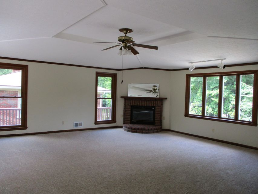 Additional photo for property listing at 8304 Arnoldtown Road  Louisville, Kentucky 40214 United States