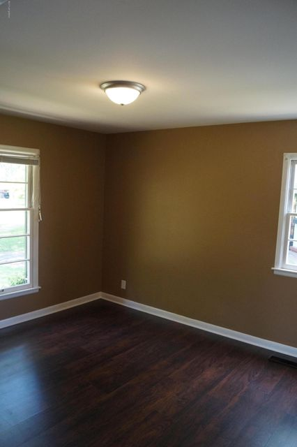 Additional photo for property listing at 2527 Wyckford Way  Louisville, Kentucky 40218 United States