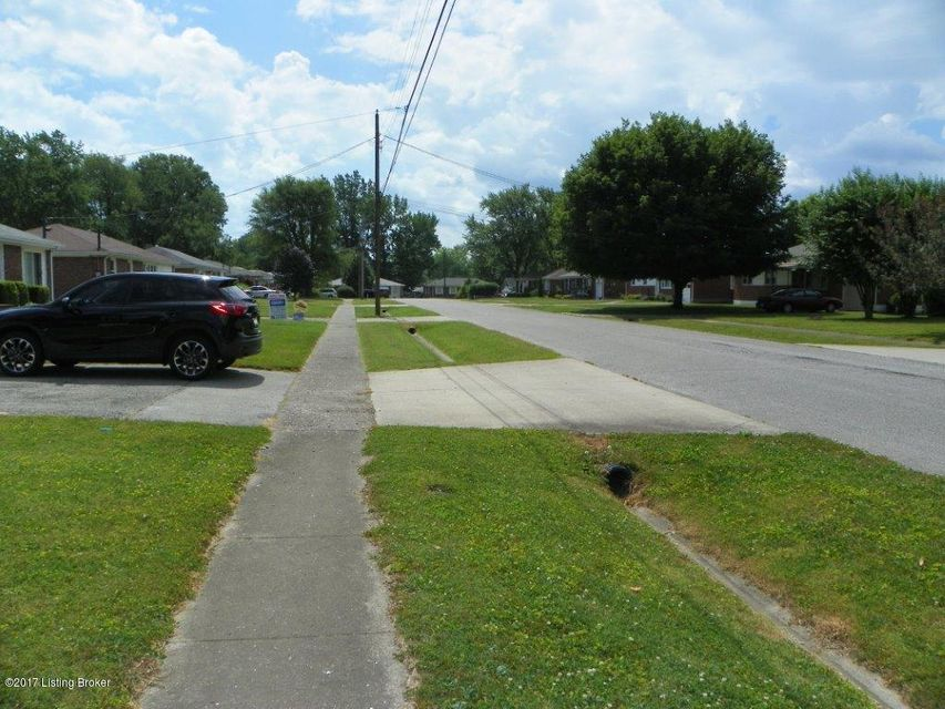 Additional photo for property listing at 2013 Patricia Drive  Louisville, Kentucky 40272 United States
