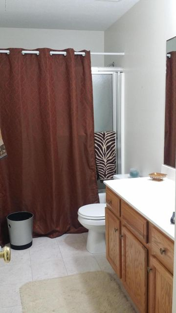 Additional photo for property listing at 10702 Black Walnut Blvd  Louisville, Kentucky 40229 United States