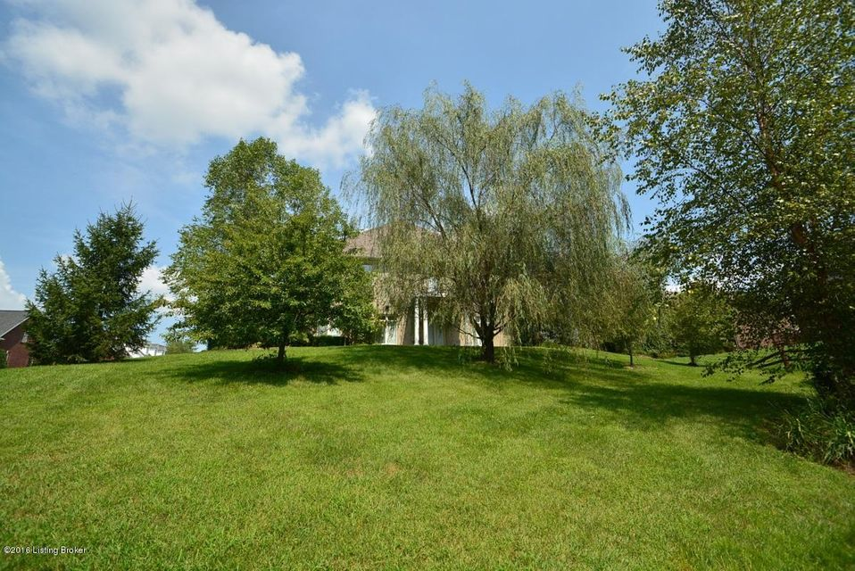 Additional photo for property listing at 8812 Duck Crossing Lane  Louisville, Kentucky 40291 United States