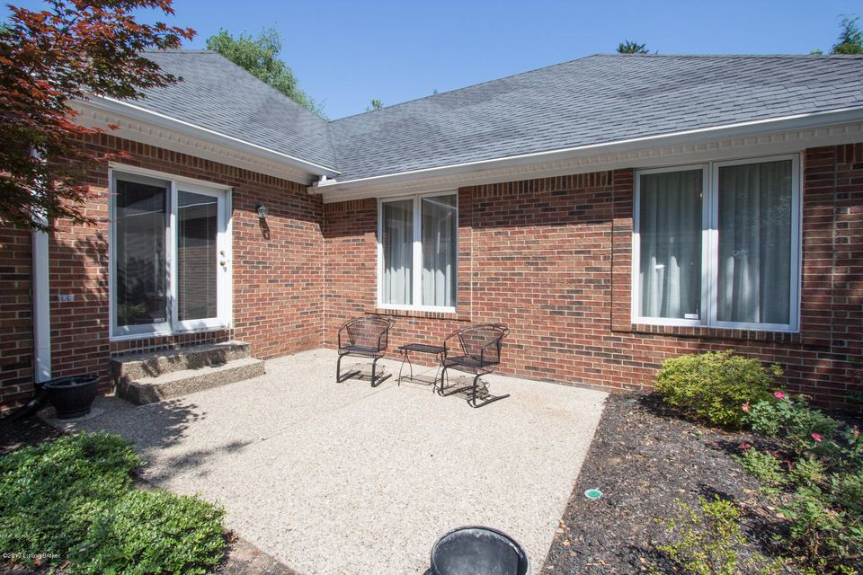 Additional photo for property listing at 2900 Falmouth Drive  Louisville, Kentucky 40205 United States