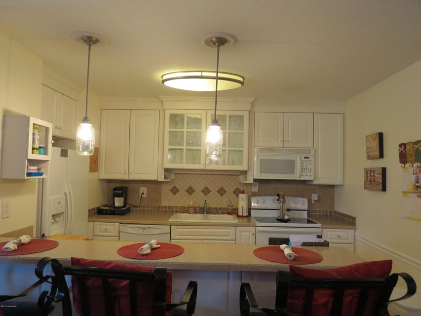Additional photo for property listing at 3801 Chamberlain Lane  Louisville, Kentucky 40241 United States